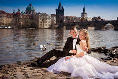 Hand made fairytale wedding dress. Bride and groom before the Charles bridge at Prague, romantic place :) Svatební šaty na míru, s pohádkovým zdobením. Společná fotografie ženicha a nevěsty :)