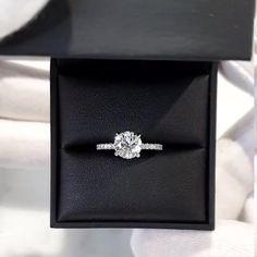 Wedding Ring For Her, Wedding Rings, Wedding Stuff, Wedding Ideas, Cute Jewelry, Jewelry Rings, Jewellery, Diamond Rings, Gold Rings