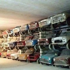 Cool, but quite sad. So much potential! Mini Cooper S, Cooper Car, Mini Countryman, Mini Clubman, Classic Mini, Classic Cars, Fiat 500, Scrap Car, Ultimate Garage