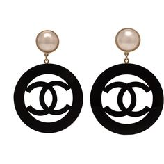 Pre-Owned Chanel Large Vintage Black Resin Hoop Clip On Earring (€1.695) ❤ liked on Polyvore featuring jewelry, earrings, black, vintage 80s earrings, colorful earrings, clip earrings, vintage jewelry and vintage earrings