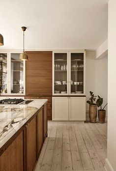 Kitchen of the Week: Modern English Colonial Style in Copenhagen Colonial Kitchen, English Kitchens, Modern English, Best Kitchen Designs, Nordic Design, Beautiful Kitchens, Kitchen Interior, Decoration, Townhouse