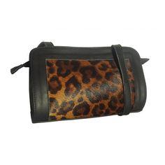 Bolsa pequena transversal de couro preta e onça. Bolsa de onça, bolsa oncinha, bolsa pequena feminina - Notore Bolsas