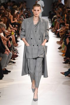 Max Mara Spring 2019 Ready-to-Wear Collection - Vogue Couture Mode, Style Couture, Couture Fashion, Boho Fashion, Autumn Fashion, Fashion Outfits, Fashion Design, Womens Fashion, Cheap Fashion