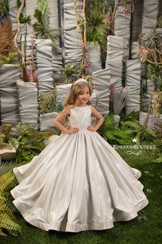 Purple Flower Girls, White Flower Girl Dresses, Girls Dresses, Pagent Dresses, White Flowers, Kids Gown, Mode Boho, Birthday Dresses, Stunning Dresses