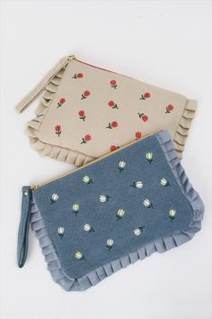 picture of Honey Salon Tulip Clutch 1 Embroidery Purse, Hand Embroidery Designs, Handmade Clutch, Handmade Bags, Sewing Crafts, Sewing Projects, Keramik Design, Frederique, Potli Bags