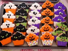 In the list of Halloween snacks and desserts, Cookies ranks the highest. Try these festive Halloween cookies recipes to make your Halloween party special. Halloween Desserts, Halloween Cookie Recipes, Halloween Cookies Decorated, Halloween Sugar Cookies, Halloween Goodies, Decorated Cookies, Halloween Halloween, Halloween Biscuits, Fall Cookies