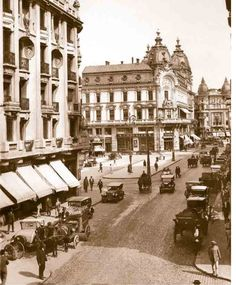 Calea Victoriei in perioada interbelica Bucharest Romania, Other Countries, Old City, Time Travel, Old World, Old Photos, Louvre, Around The Worlds, Street View