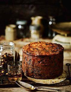 Fig, apricot and pistachio Christmas cake (fruitcake) - Sainsbury's Magazine