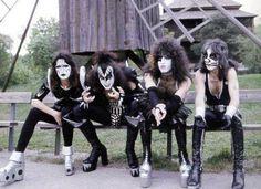 Photo by Ken Mills I Love It Loud, Kiss Me Love, Paul Stanley, Gene Simmons, Paul Kiss, Kiss Images, Kiss Pictures, Vinnie Vincent, Eric Carr