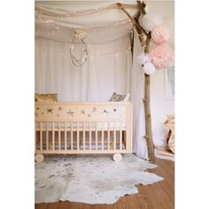 Baby nursery room is the best space for feeding lovely babies with lot of amazing moment and experience together. Chic Nursery, Star Nursery, Baby Nursery Decor, Baby Bedroom, Nursery Design, Nursery Room, Girl Nursery, Girl Room, Kids Bedroom