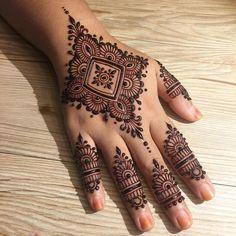 🔥 BOOTH 120 BAZAAR RAMADHAN KLEBANG MELAKA 2018 🔥 • Dari pentas utama, belok kanan, booth sis sederet belah kanan. Cari tapestry hitam… Henna Designs Arm, Mehndi Designs For Girls, Mehndi Designs For Beginners, Wedding Mehndi Designs, Mehndi Design Images, Beautiful Henna Designs, Latest Mehndi Designs, Simple Arabic Mehndi Designs, Henna Tattoo Designs
