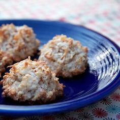 almond and coconut macaroons- passover must!