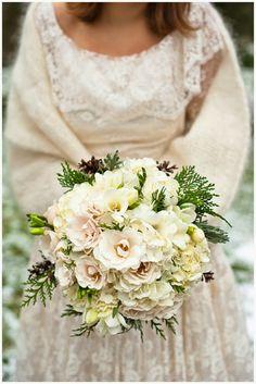 Winter Wedding Bouquet: Simple Winter Wedding Ideas. http://memorablewedding.blogspot.com/2014/02/simple-winter-wedding-ideas.html