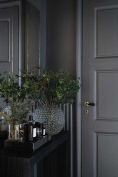 Tour an Elegant and Characterful Stockholm Apartment - Nordic Design Elegant Home Decor, Elegant Homes, Bedroom Minimalist, Stockholm Apartment, Ideas Para Organizar, Interior Decorating, Interior Design, Decorating Tips, Dark Interiors