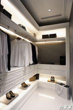 See what you need easily with LED lighting design Walk In Closet Design, Wardrobe Design, Closet Designs, Walking Closet, Dressing Room Closet, Dressing Room Design, Dressing Rooms, Walk In Wardrobe, Bedroom Wardrobe