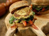 hamburguer-vegano-de-batata-doce-com-quinua-leticia-massula-para-cozinha-da-matilde. Veggie Recipes, Vegetarian Recipes, Healthy Recipes, Healthy Snacks, Healthy Eating, Vegan Starters, Lean Cuisine, Everyday Food, Light Recipes