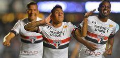 Com show de Cueva, São Paulo goleia Corinthians com olé e encerra tabu