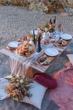 Darwin Picnic Elopement Ideas againast the Darwin Dripstone Cliffs. Our couple elope and then enjoy a beach picnic on the sand. Beach Dinner, Beach Picnic, Summer Picnic, Beach Party, Night Picnic, Garden Picnic, Romantic Picnics, Romantic Dinners, Picnic Decorations
