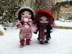 https://flic.kr/p/nBHan5 | Hiver | Poupées américaines de marque Goodreau ABC,26 cm, nommées Tilda (brune) et Pénélope(rousse). Vêtements et accessoires faits main excepté le chapeau rouge.