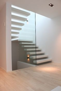 Bilderesultat for trapp med repos funkishus Home Stairs Design, Home Room Design, Interior Stairs, Interior Design Living Room, Interior Architecture, Interior Decorating, Floating Staircase, Modern Stairs, New Home Construction