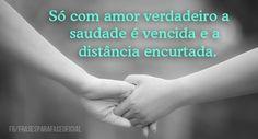 Só com amor verdadeiro a saudade é vencida e a distância encurtada. (Frases para Face) Frases Top, Holding Hands, True Love, Distance, Pretty Quotes, Lyrics, Hand In Hand