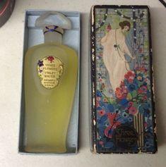 Parfum Rose, Rose Perfume, Antique Perfume Bottles, Beautiful Perfume, Bottles And Jars, Bottle Design, Vintage Vanity, Art Deco, Art Nouveau