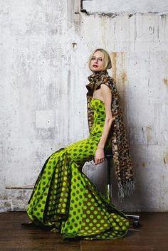 Talbot Runhof Fall 2014 Ready-to-Wear Collection Photos - Vogue Runway Fashion, Fashion News, High Fashion, Fashion Show, Womens Fashion, Fashion Design, Fashion 2014, Traditional Dresses, Fashion Prints