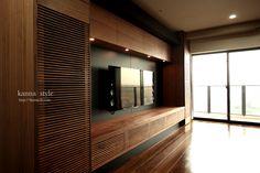愛知県T邸ブラックチェリーの壁面収納。木の壁の様なすっきりした収納家具 | kanna