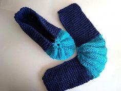 Nakoniec zošijeme tmavú časť. Na obrázku jedna papučka hotová, druhá čaká na dokončenie. Crochet Patterns, Slippers, Shoes, Fashion, Long Scarf, Tejidos, Handarbeit, Moda, Zapatos