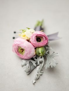 Fabulous Wedding Ideas! / photography by nicole hill gerulat #Flowers; #Boutonnière; #Details