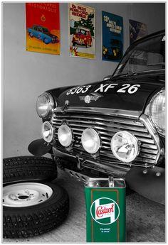 """Sujet sur la composition à l'intérieur, """"at home"""" : Le petit bolide au fond du garage prêt à courir - Mini Cooper 1275 - Castrol classic 20w50 - Monte Carlo Historique"""