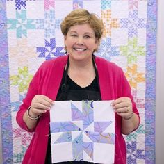 Make a Surprise Pinwheel Quilt with Jenny Doan in her Video Tutorial! Quilting Tips, Quilting Tutorials, Msqc Tutorials, Craft Tutorials, Quilting Projects, Strip Quilts, Easy Quilts, Quilt Blocks, Jenny Doan Tutorials