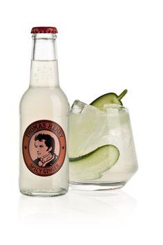 MOSCOW MULE ~ 5 cl Ketel One Vodka, 1 cl Limettensaft, 15 cl Thomas Henry Spicy Ginger, Gurkenscheiben