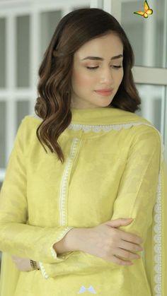 SANA Javed 💛  <br> Simple Pakistani Dresses, Pakistani Fashion Casual, Pakistani Dress Design, Pakistani Girl, Pakistani Actress, Asian Fashion, Women's Fashion, Neck Designs For Suits, Dress Neck Designs