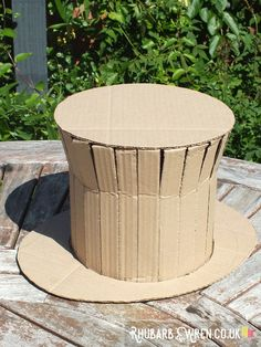 You can make an awesome Willy Wonka style top hat out of an old cardboard box! Crazy Hat Day, Crazy Hats, Family Halloween Costumes, Diy Costumes, Zombie Costumes, Halloween Couples, Group Halloween, Homemade Costumes, Homemade Halloween