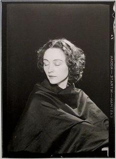 musch éluard, paris 1935 by man ray via teenangster