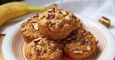 Szaftos zabpelyhes muffin banánnal, répával és mézzel - Napokig puha marad a tésztája - Receptek   Sóbors Muffin, Food And Drink, Cukor, Breakfast, Morning Coffee, Muffins, Cupcakes