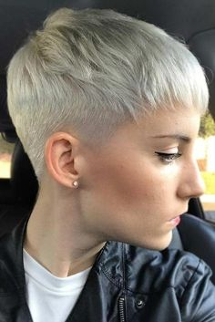 A fade haircut, typically sported by men, is now very popular among women, as well. Who could think that women would gladly give up the length of their tresses for the sake of fashion? If you wish to go wild and try this cut, see our gallery to get inspired. The trendiest cuts can be found here. #shorthaircuts #haircuts #fade