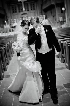 A saída dos noivos é sempre muito animada e gera fotos lindas! Trouxemos as 10 fotos mais pinadas da saída dos noivos