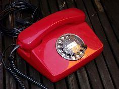 Rotes Vintage-Telefon mit Wählscheibe als Deko für Dein Zuhause / old red telephone with dialplate as home decoration made by Designerlampen via DaWanda.com