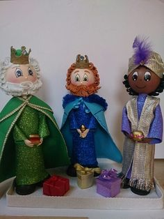 Fofuchos reyes magos Cute Christmas Ideas, Outdoor Christmas Decorations, Felt Christmas Ornaments, Christmas Crafts, Nativity Stable, Three Wise Men, Clothespin Dolls, Bible Crafts, Foam Crafts