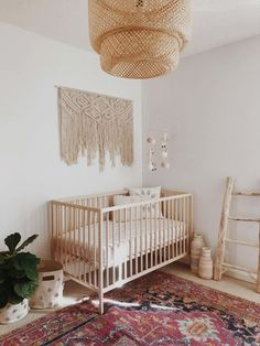 De meest stijlvolle Boho Baby Nursery voor Residence Tour A Boho Minimalist Nursery … - Baby Zimmer Ideen Baby Bedroom, Nursery Room, Girl Nursery, Poppy Nursery, Apartment Nursery, Nursery Office, Kids Bedroom, Bedroom Ideas, Bedroom Decor