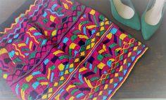Irradia tu divertida personalidad con esta bonita falda bordada. #Diseñoartesanal #Colorful #Chiapas #Piezaunica #viveacolor #Danadpinto #DhanaedePinto