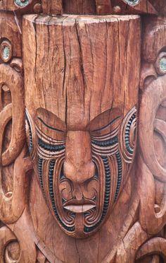 Maori Art, Wood Carving, Rotorua, New Zealand Holzschnitzen – Holzbearbeitung Tree Carving, Wood Carving Art, Wood Art, Wood Carvings, Art Maori, Art Sculpture En Bois, Tiki Statues, Polynesian Art, Art Tribal