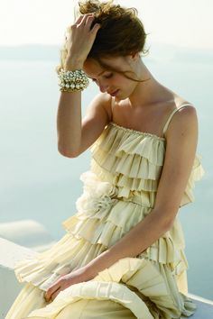 i love this dress! it's so different from your typical wedding dress, i could see myself in this :)