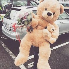 Cosas Lindas💖Teddy and Roses Surprise🌹🐻 Big Teddy Bear, Teddy Girl, Big Bear, Costco Bear, Giant Teddy Bear Costco, Teady Bear, Day Wishes, Cute Couples Goals, At Least