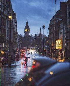 15 Ways To Keep Your Study Abroad Memories - london, city, and rain image City Of London, London Rain, London Night, London Street, Places To Travel, Places To Visit, Destination Voyage, City Aesthetic, Photos Voyages