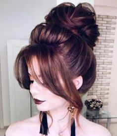 Makeup Artist in Delhi: Trendy and Easy Wedding Hairstyle Ideas and Pictures For Women Simple Wedding Hairstyles, Party Hairstyles, Popular Hairstyles, Latest Hairstyles, Girl Hairstyles, Hairstyle Ideas, Hair Style Girl Image, Hair Garland, Bridal Hair Buns