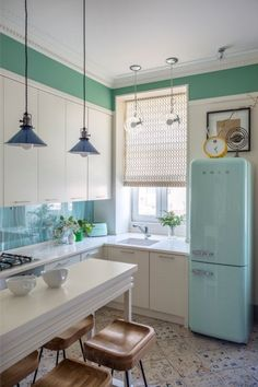 Do not know how to fit everything you need in a kitchen area of 7 square meters?We have prepared for you a 9-step guide with tips and 60 photo-ideas that will help you make your kitchenette beau…