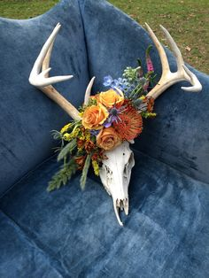 Deer Skull with Floral Accent by Lark Floral Deer Skull Decor, Painted Deer Skulls, Deer Head Decor, Painted Antlers, Bull Skulls, Animal Skulls, Skull Wedding, Boho Wedding, Wedding Decor